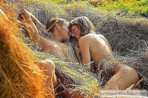 секс фото в стоге сена
